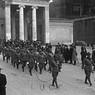 Membri della Mvsn sfilano all'uscita di Villa Borghese a Piazzale Flaminio