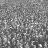 Un'immensa folla ad un comizio