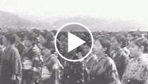 Osaka, Giappone: le alunne della scuole cantano gli inni nazionali in omaggio all'Imperatore