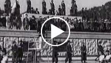 Italia. Roma.500 giovani hitleriani, ospiti dell'O.N.B. al foro Mussolini e a piazza Venezia per rendere omaggio al Milite Ignoto e per salutare Musso...