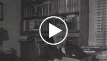 Eugenio Montale nella sua casa di Milano