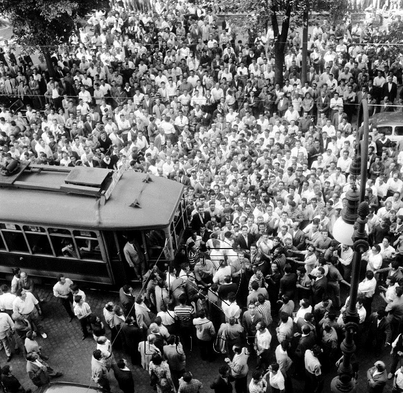 Archivio Fotografico Luce - Fondo Dial, 05.07.1960 - Manifestazione antifascista dei sindacati a Piazza Vittorio a Roma