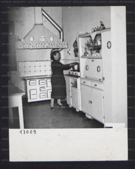 Vita domestica all 39 interno della cucina di una casa for Interno di una casa