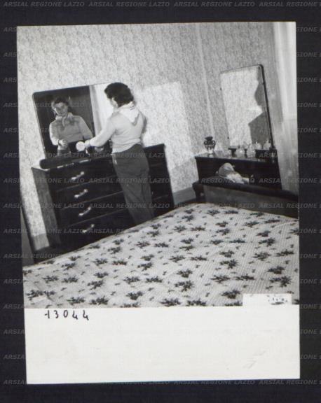 Interno di una casa colonica la camera da letto una - Interno di una casa ...