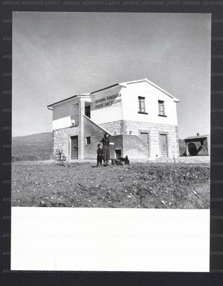 Veduta di una casa colonica costruita dalla riforma for Planimetrie della casa antica