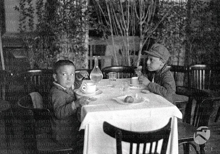 La colazione dei bambini delle colonie reparto attualit for Elenco senatori italiani