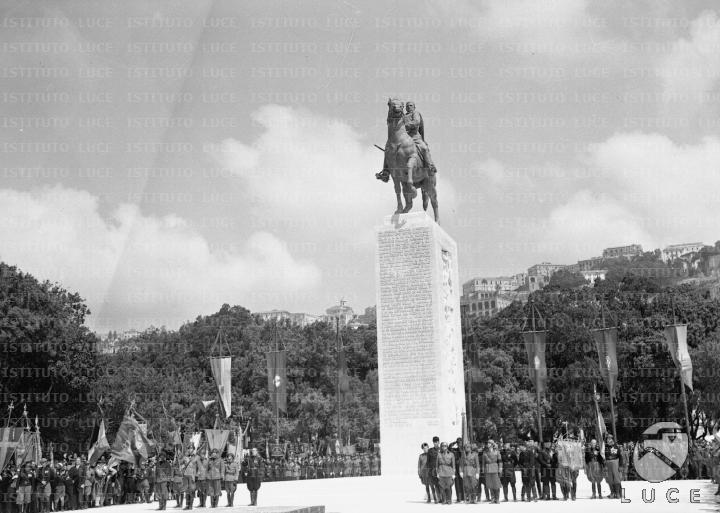 Risultati immagini per monumento armando diaz napoli