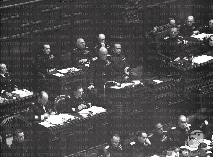Discorso Camera Mussolini : Mussolini tiene discorso alla camera dei fasci e delle