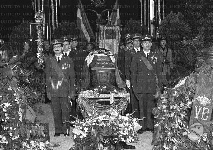 Interno della cattedrale di forl il feretro circondato for Offerte di lavoro a forli da privati