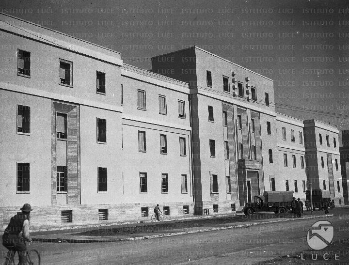 La facciata dell 39 imponente edificio che ospita la for Costo della costruzione dell edificio