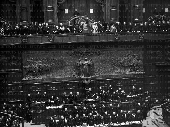 Proclamazione dell 39 impero durante una seduta alla camera for Membri camera dei deputati