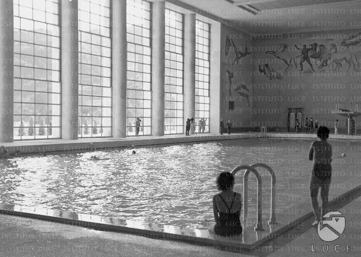 La grande piscina olimpionica al coperto del foro for Costo piscina coperta al coperto