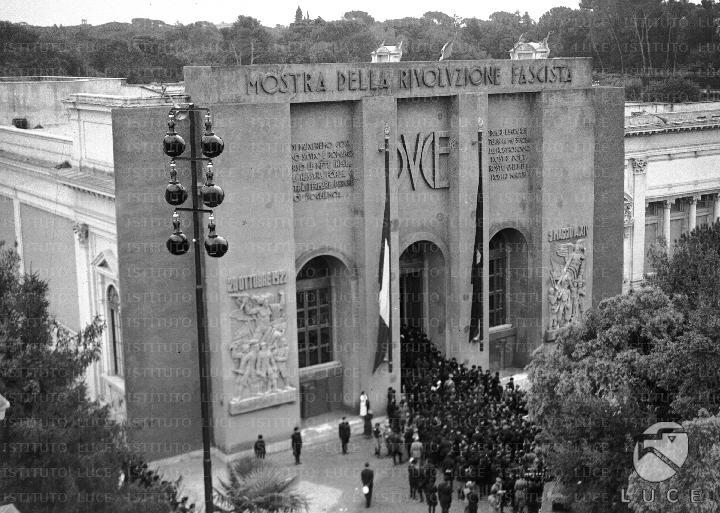 Mussolini inaugura la mostra augustea della romanit for Mostra palazzo delle esposizioni