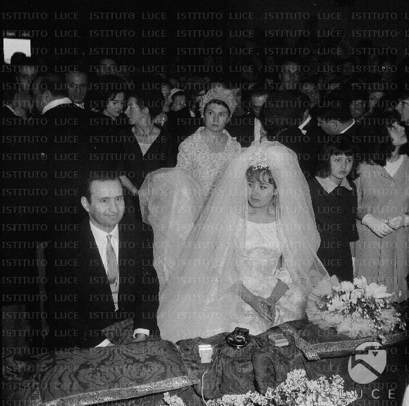 Matrimonio Romano Mussolini E Maria Scicolone : Romano mussolini e maria scicolone durante la celebrazione