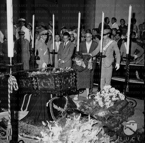 Ben noto I funerali di Mario Riva - Mediateca Roma PG11