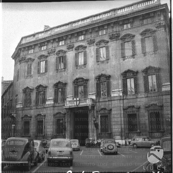 La facciata del palazzo cenci bolognetti sede storica for Sede senato italiano