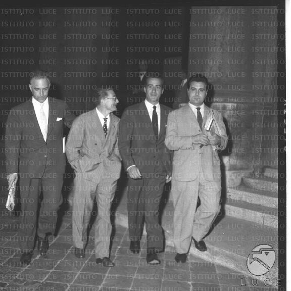 Arturo michelini gianni roberti e altri due esponenti del for Sede senato italiano