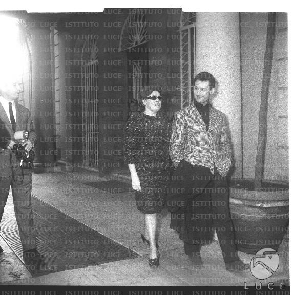 Matrimonio Di Romano Mussolini : Un uomo ed una donna probabili parenti di maria scicolone