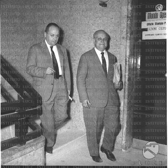 Brodolini e de martino nella sede del psi di via del corso for Sede senato italiano