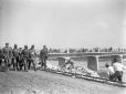 Mussolini visita il cantiere di lavori in corso pr ...