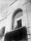 Mussolini parla alla folla dal palazzo podestarile ...