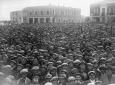 I rurali radunati nella piazza centrale di Latina  ...