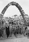 Il ministro Aldisio visita la mostra dell'Edilizia e dell'Abitazione, allestita a piazzale Clodio, accompagnato da un folto seguito di personalità fra cui il presidente dell'AGERE Amoroso